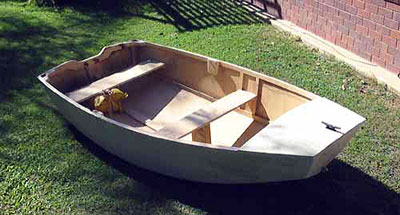 """Roberts 7' 10"""" Pram Dinghy Gallery - pictures of the dinghy"""